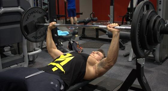 tvrdy-ale-rychly-trening-pre-rozvoj-prsnych-svalov