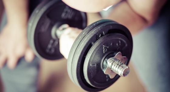 Tréning celého tela trikrát do týždňa a len s jednoručkami