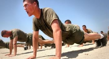4 efektívne cviky pre ruky s využitím váhy tela