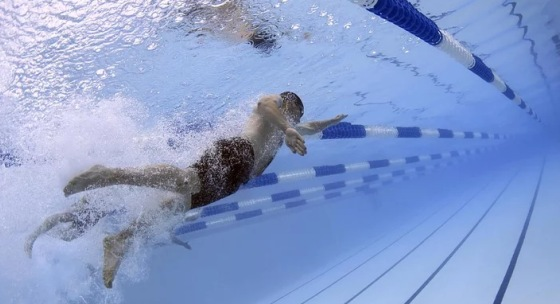 skocte-do-bazena-pre-toto-je-plavanie-skvelym-treningom