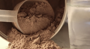 kolko-proteinov-by-ste-mali-denne-vypit