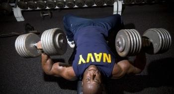 Ako podporiť testosterón prirodzene v posilňovni?