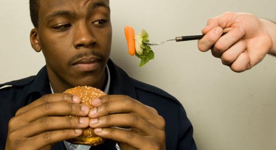 Rozšírené chyby, ktoré robia muži vo svojej diéte