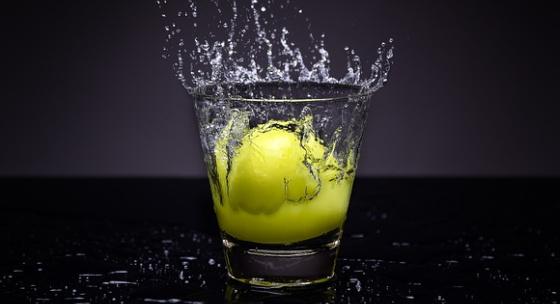 preco-by-ste-mali-zacat-pit-vodu-s-citronom